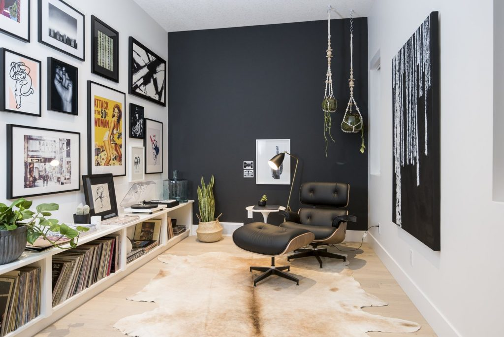 relax room to listen to music with vinyl disc on the shelf